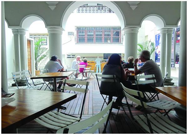 Casa de Cultura Laura Alvin (Cultural Center)