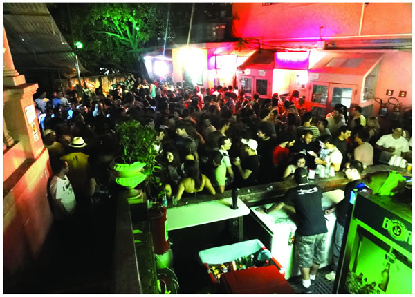 Casa Rosa (Club & Live Music)